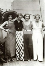 1930s-beach-pajamas-300x443